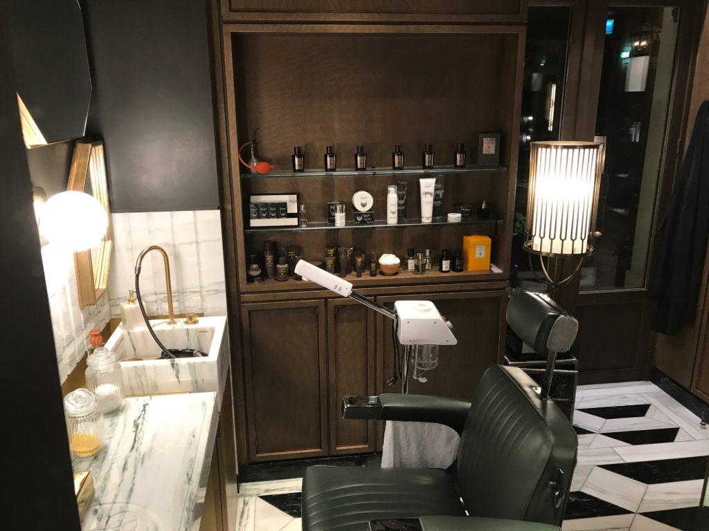 LA BARBIERE DE PARIS Salon de Barbier