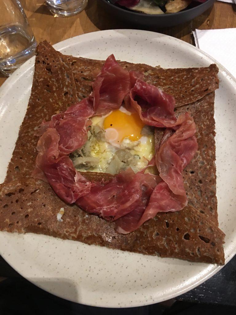 BREIZH Café Galette artichaut jambon cru basque oeuf miroir comté